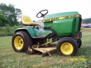 John Deere 317 Garden Tractor