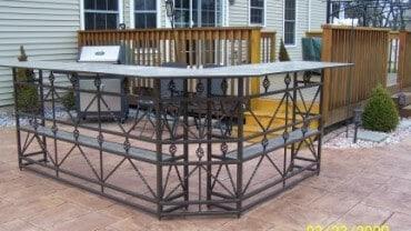 A very nice metal bar set.