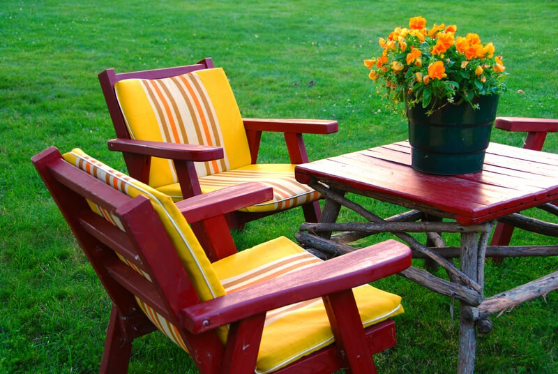 Outdoor Lawn Furniture with a pot of flowers