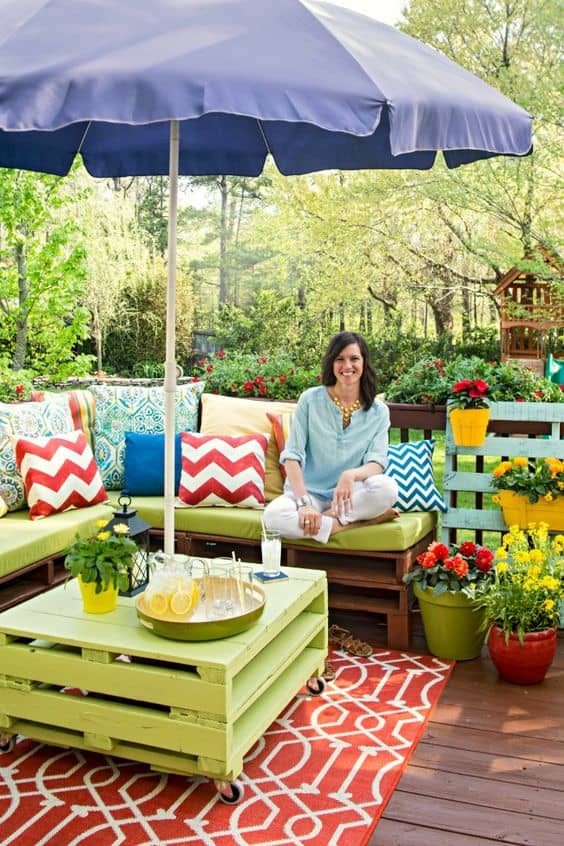 25 easy and cheap backyard seating ideas page 15 of 25 for Cheap garden seating ideas