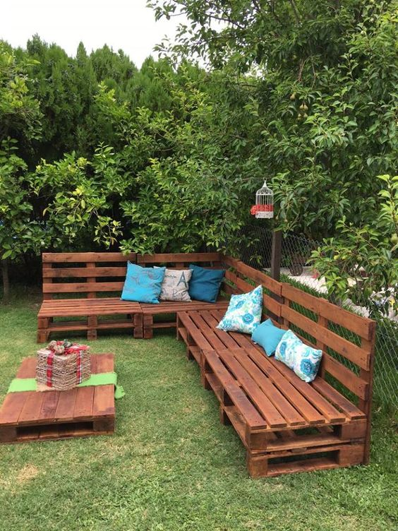 25 Easy And Cheap Backyard Seating Ideas - Page 4 of 25 ...