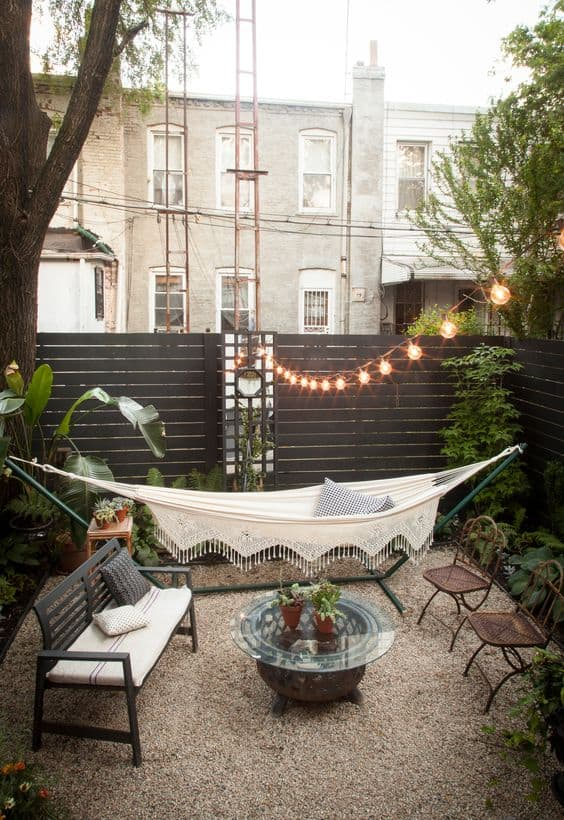 25 Easy And Cheap Backyard Seating Ideas | Yard Surfer