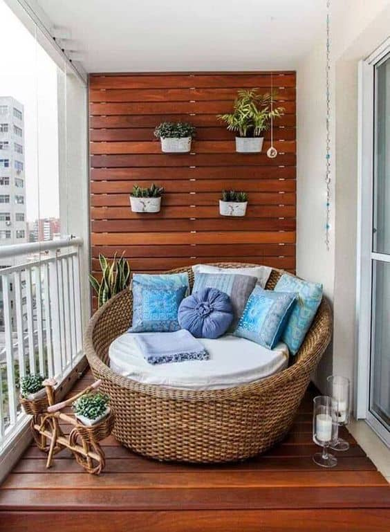 http://onekindesign.com/2016/03/25/fabulous-ideas-spring-decor-balcony/