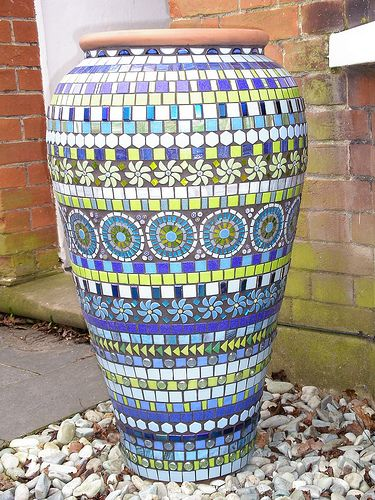 Check out these beutiful ideas with garden mosaics.
