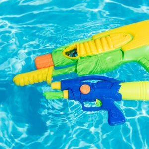 squirt guns kiddie plastic pools
