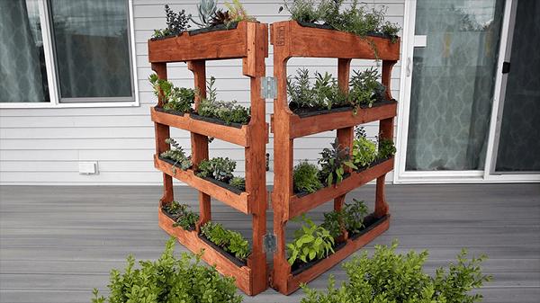 DIY Double Panel Pallet Garden Idea